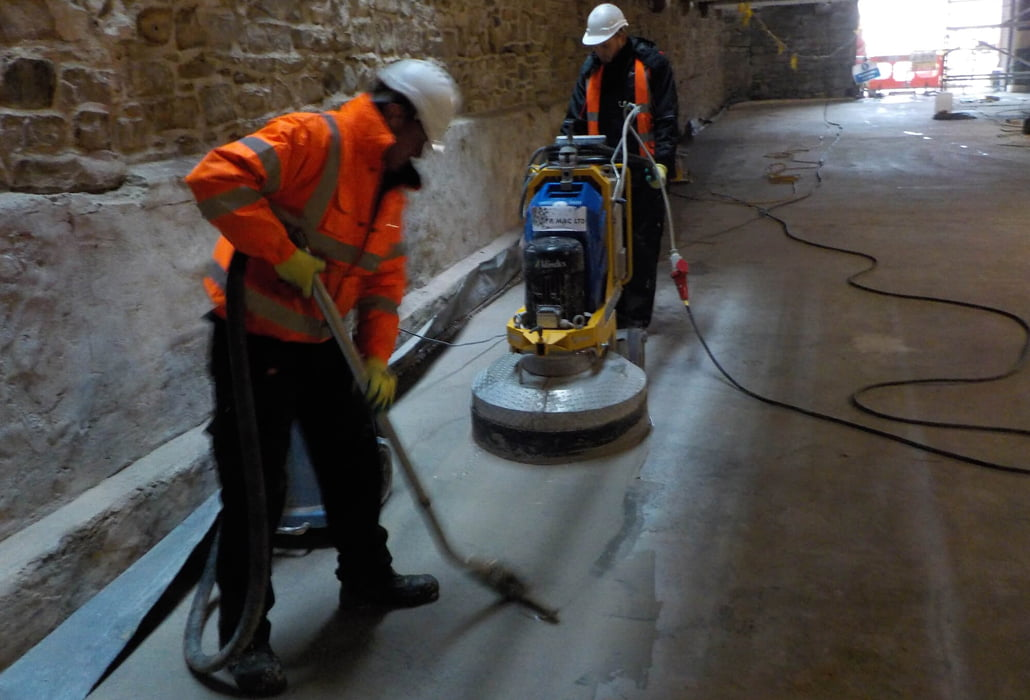 Polishing concrete using the wet system