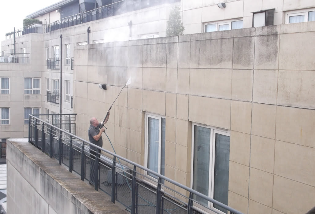 Steam cleaning a facade - Cedars & Oaks