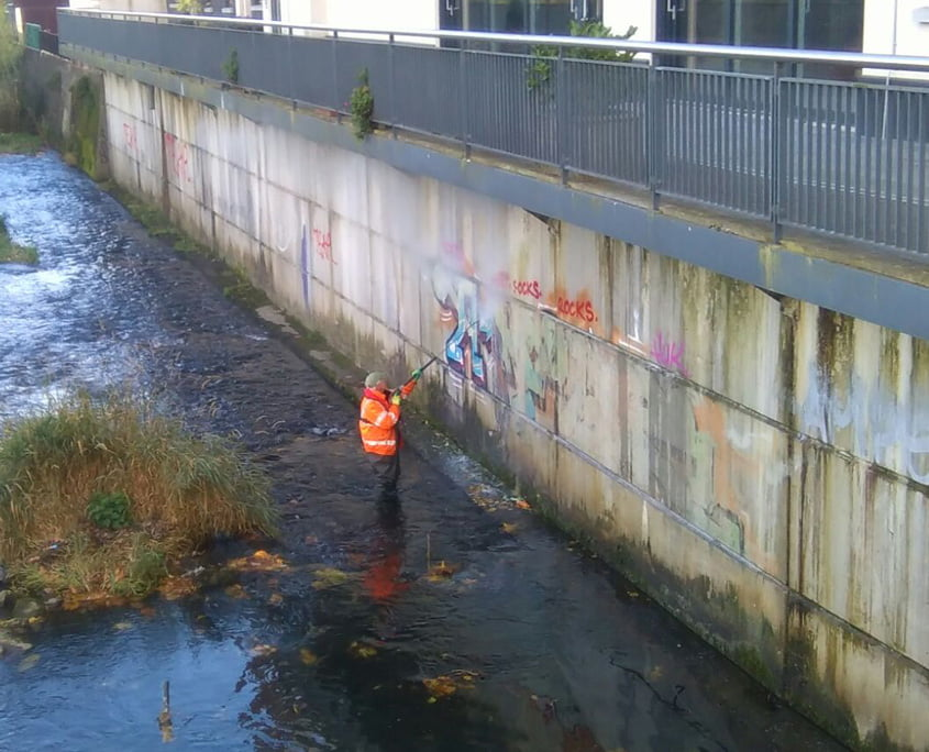 Removing graffiti along the Tolka river